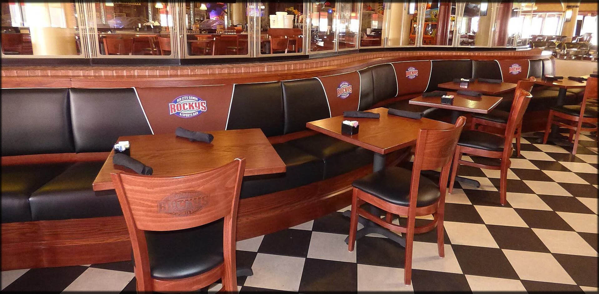 Curved Booths With Table